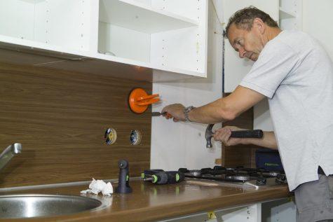 Zelfstandig keukenmonteur gezocht voor keukenrenovatie.